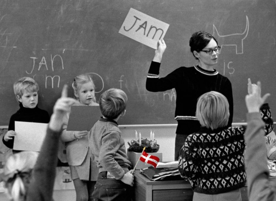 Staveundervisning, Teacher trains the children to spell